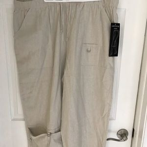 Larry Levine Womens S 20 W Crops Pants Brand New .